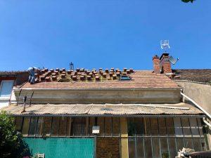 Pose de tuile lors d'une rénovation de toiture